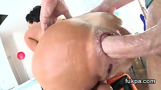 Beautiful honey presents monster ass and gets anus nailed