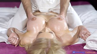 Smooth pussy dicking on the massage table for blonde Amber Jayne