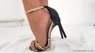 Lady Saskia - Pantyhose & Nylon Toes Foot Worship