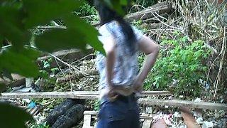 Careless girl caught pissing outside video