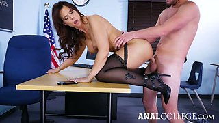 Lewd teacher with big boobs Syren De Mer turned to be insatiable anal slut