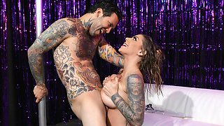 tattooed milf teamed up with experienced hunk to have dirty fun