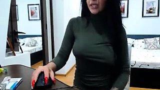 Stacked brunette milf fingers her shaved slit on the webcam