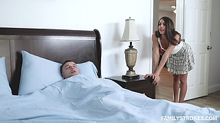 Energized babe walks into her brother's room for a morning shag