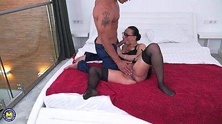 busty milf enjoys pleasurable 69 position