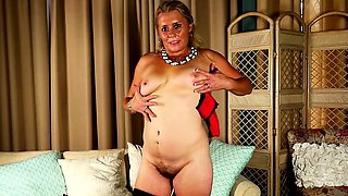 American horny housewife fingering herself