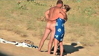 Amateur husband and wife get naked in the outdoors