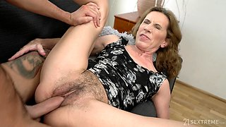 Hairy pussy mature Viol doesn't need more than one dick for the cum