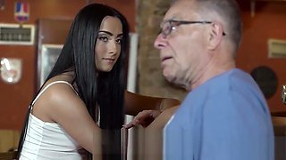 Slutty chick really wants to try hard cock of paramours dad