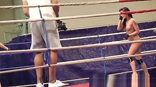 Dyke beauty fingers her wrestling opponent