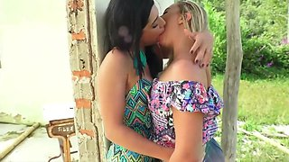 Perfect Girls Kissing