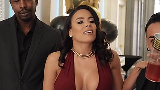 Luna Star And Isiah Maxwell In Brunette With Big Milkings Cheating On Her Husband With Inflated Negro