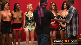 Swinger black couple makes in private a nice 69