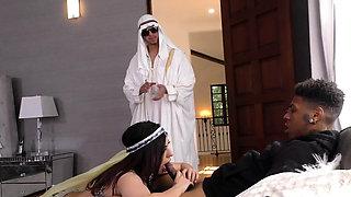 Arab cuckolder gulps jizz