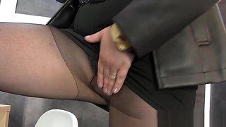 Pantyhose slut bukkaked