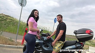 Brunette bombshell gets her wet cunt fucked in the stranger's car