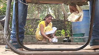 Indian nokrani bhabhi ko 500 ka dika ke chod dala young boy