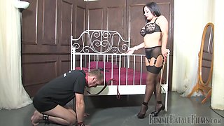 Horny mature Mistress R'eal enjoys pussy licking and a slave role