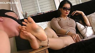 Goddess Leyla please your mistress