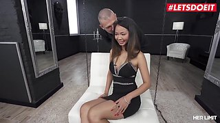 Big Ass Thai Slut Extreme Squirt And Anal Fuck