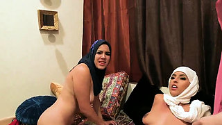 Oral party xxx Hot arab ladies attempt foursome