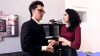 Bums Buero - Sex at the office with German brunette and boss
