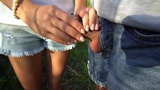 Swinger give a handjob in the woods 2019 !