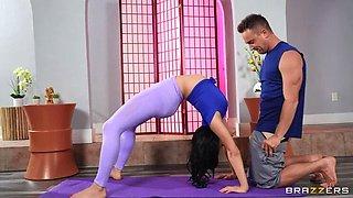 Late Chav Fucks Flexible Yoga Instructor Babe XXX BRAZZERS