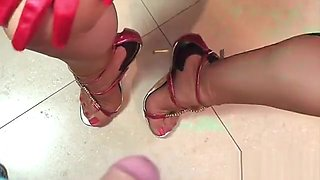 10-9-2011-HOT LIPSTICK BLOWJOB IN NYLONS HIGH HEELS