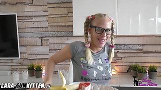 Lara CumKitten - Teeny auf Geburtstag gefickt