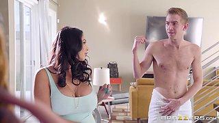 Ariella Ferrera and Missy Martinez are interested in a threesome session