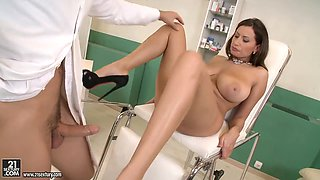 Sexy huge tits slut horny at the doctor