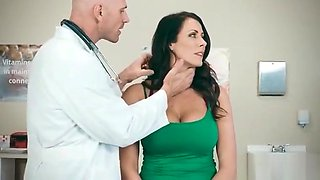 Horny Patient (Reagan Foxx) Come And Get Nailed At Doctor video-26