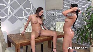 ViPissy - Jennifer Mendes - Vanessa Decker - Golden Sho