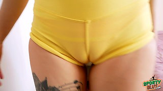Big Booty Brunette Babe In Tight Spandex Has Deep Cameltoe