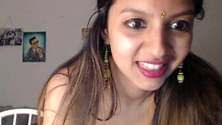 Cute desi bhabhi showing everything
