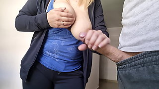 A man flashes a dick to a new neightbour – beautiful girl