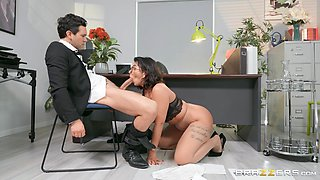 There is nothing better for Ivy Lebelle than a sex on the table