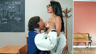 Attractive brunette Lela Star adores fuck on the table in the classrom