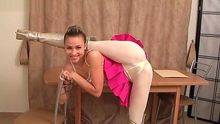 EXTREME LEGS WIDE FLEXIBLE TEEN PINK SPANDEX THONG