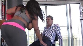 Big ass pornstar fucked hard with cumshot
