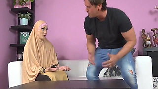 buxom muslim lady knows how tu suck a dick asmr POV