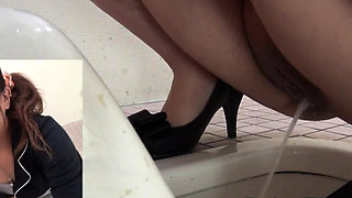 Sexy asian pissing in public