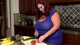 Peaches Larue Zucchini Sex Bbw Video 2403bbwd (720p)