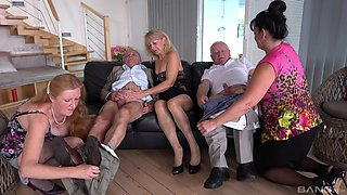 Full orgy with some old women keen to live their lifes