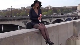 A Frenchwoman fucks with a tourist