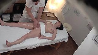Squirting MILF Enjoying Strong Orgasm on Massage
