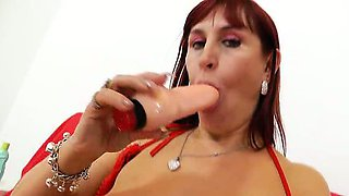 Darja the redhead bitch masturbates her pussy and gapes her