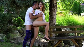 A mesmerizing XXX outdoor shag for the sensual teen