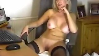classy milf in nylons masterbates on webcam